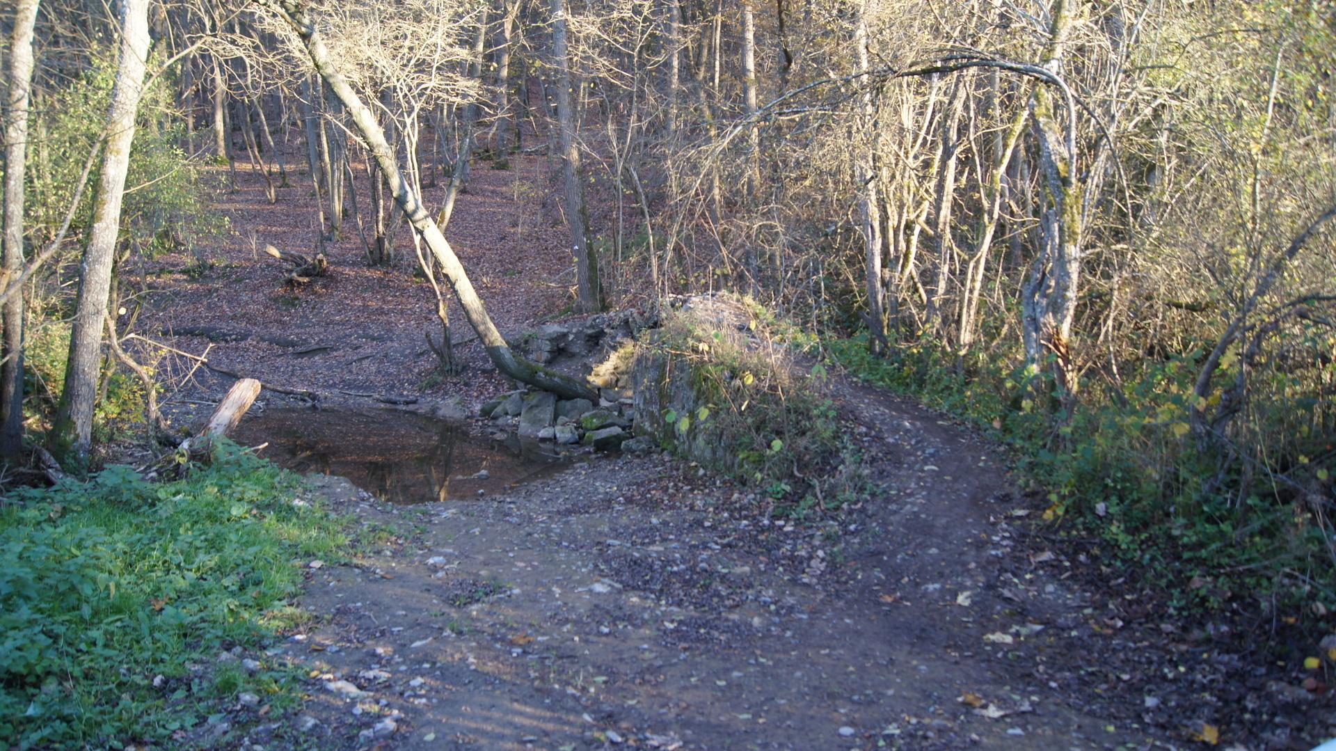 petit pont sur Balade dans le domaine de Hottemme, circuit pédestre à Durbuy