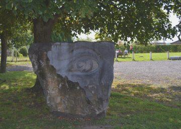 Imagine, une sculpture réalisée par R. Morlion au cours du symposium de sculpture 2015 sur le thème colombe libérons la paix