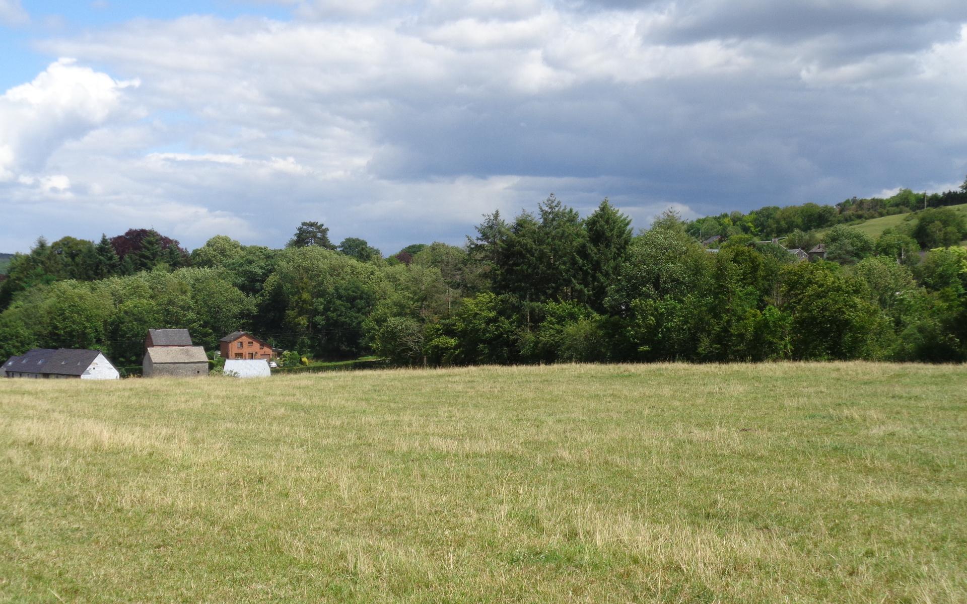 Verlaine et ses paysages magnifique sur pleparcours de la promenade Verlaine entre les vallées de l'Ourthe et du Néblon