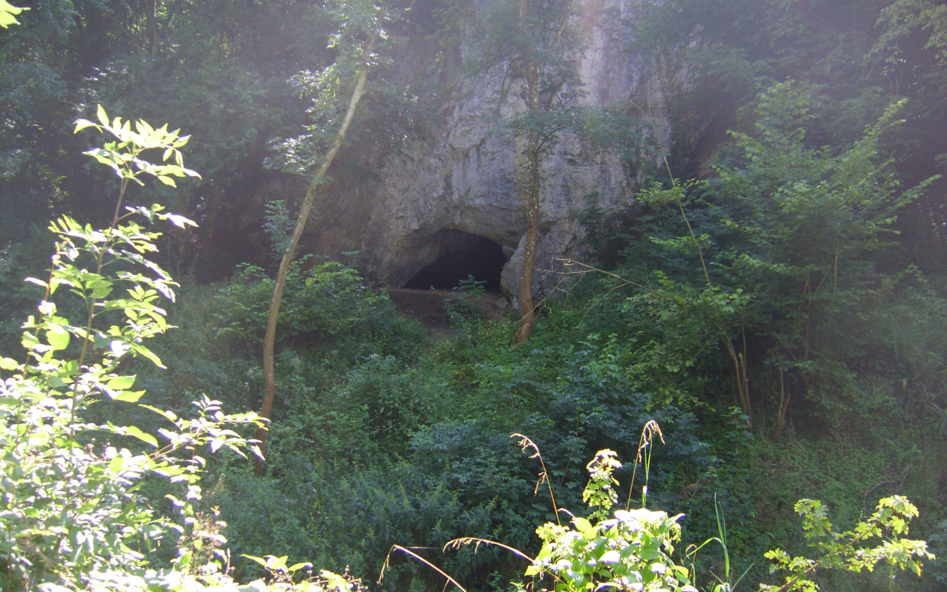 entrée de la grotte du Coléoptère sur le balade Ozo-Juzaine-Ozo