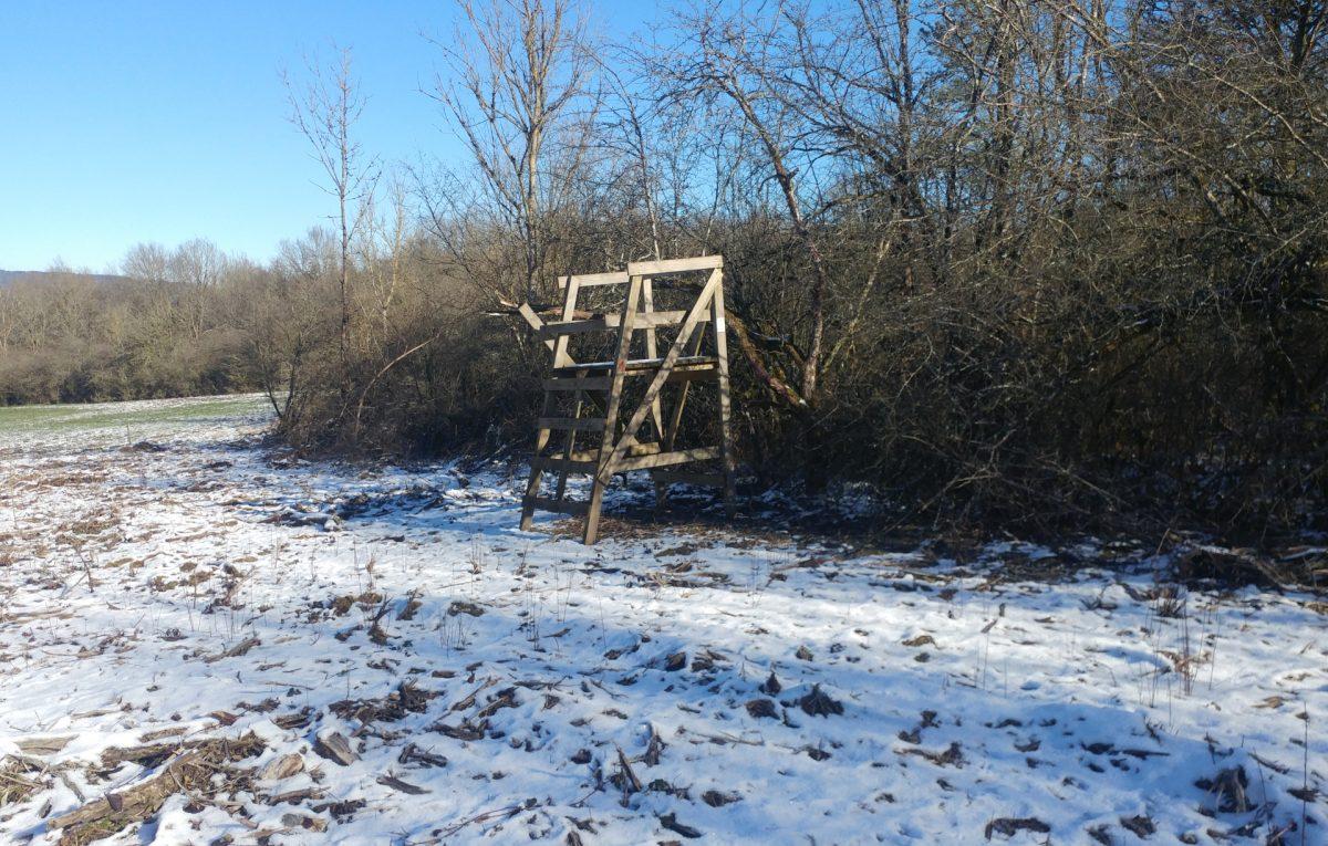 Un poste de chasse placé à la limite du territoire